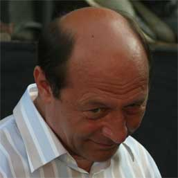 Cand Traian Basescu face baie, SPP intra la apa