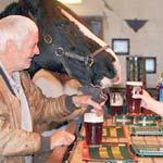 Un cal, client fidel la bar
