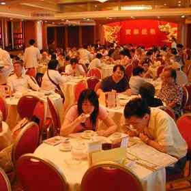 Restaurantele din Hong Kong ii amendeaza pe cei care nu termina tot din farfurie