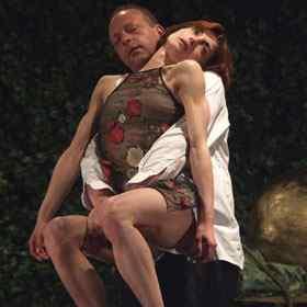 Scene fierbinti in teatrele din Bucuresti si din tara